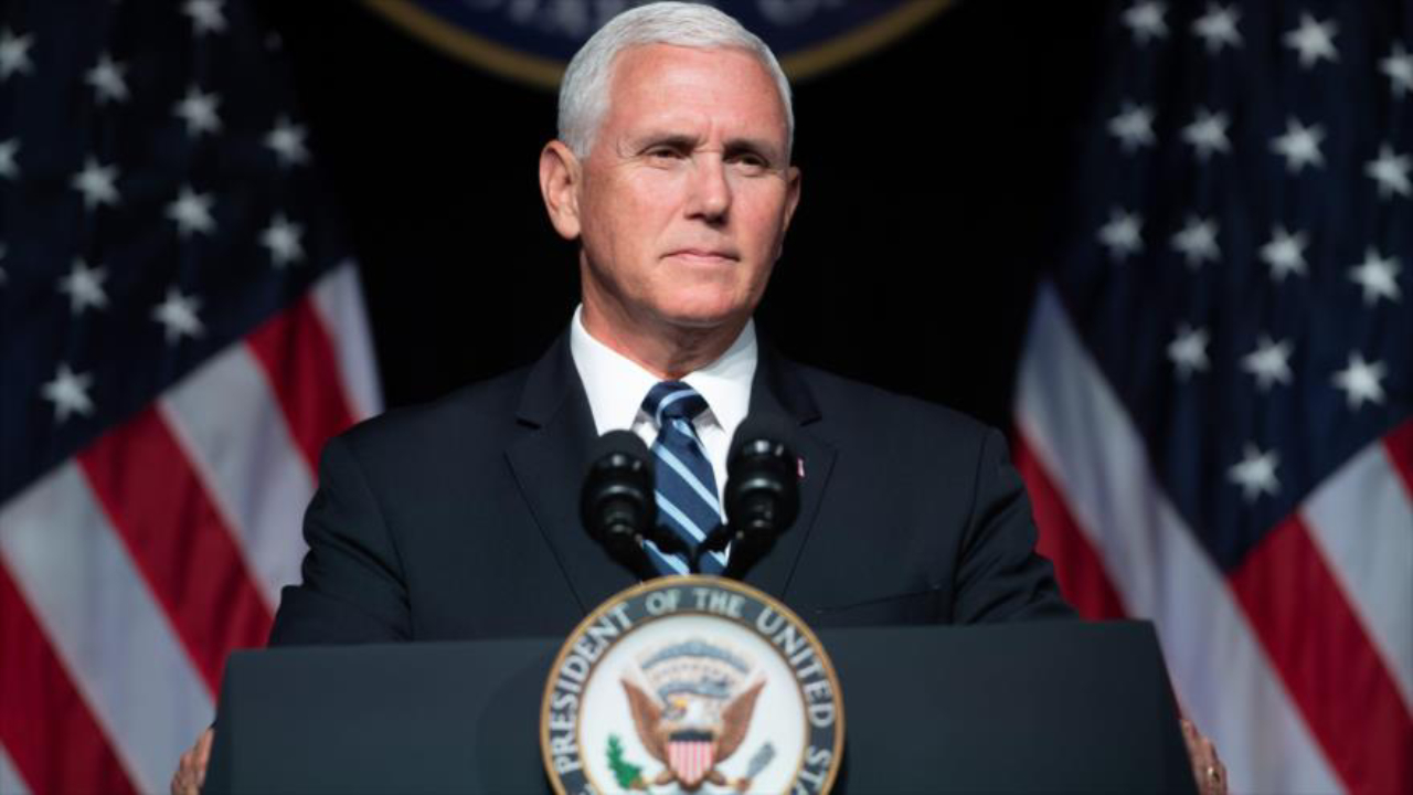"""Mike Pence """"no está en cuarentena"""", pese a contacto con empleado de la Casa Blanca con covid-19"""