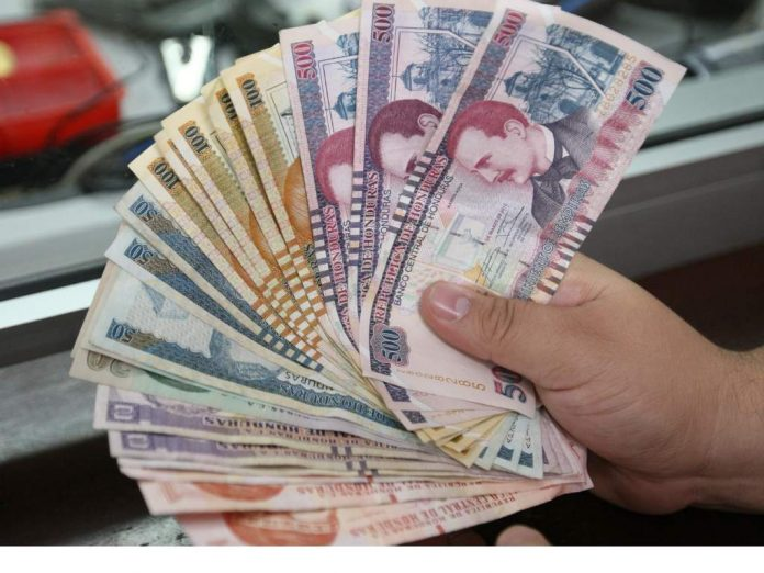 Pago de salarios. Foto Diario Roatán