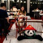 Los pandas son una excelente compañía para aquellos clientes que van solos al restaurante.