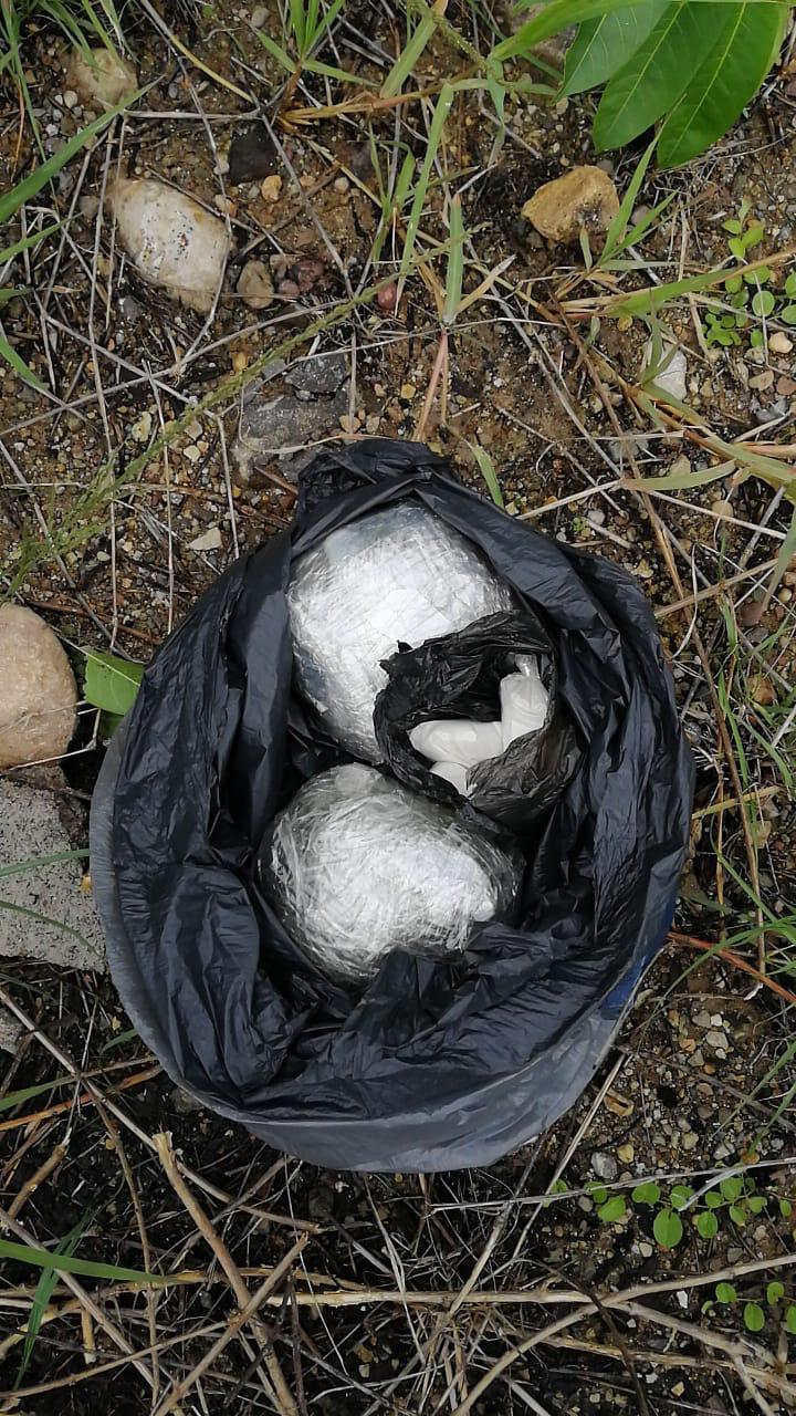 Capturan a dos mujeres y un hombre en posesión de supuesta droga en Copán