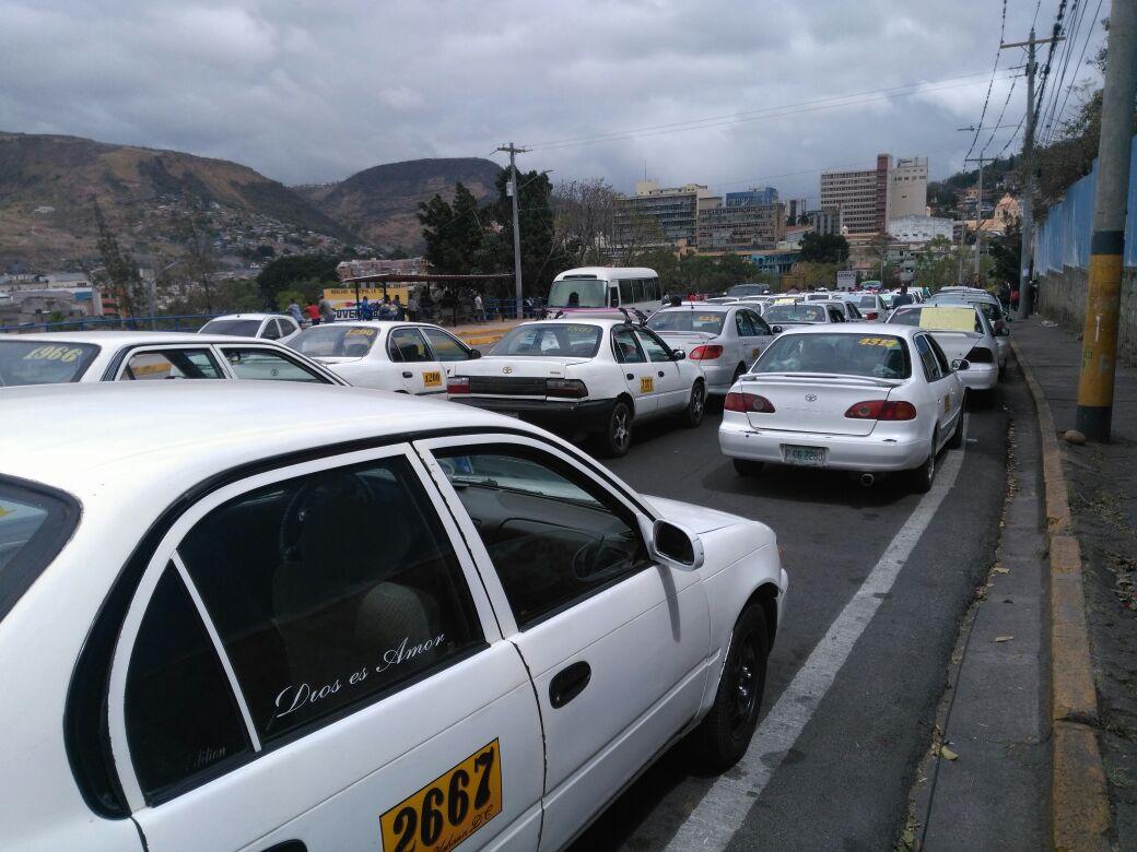 Taxis de Tegucigalpa piden al gobierno, no pagar matricula vehicular de 2020