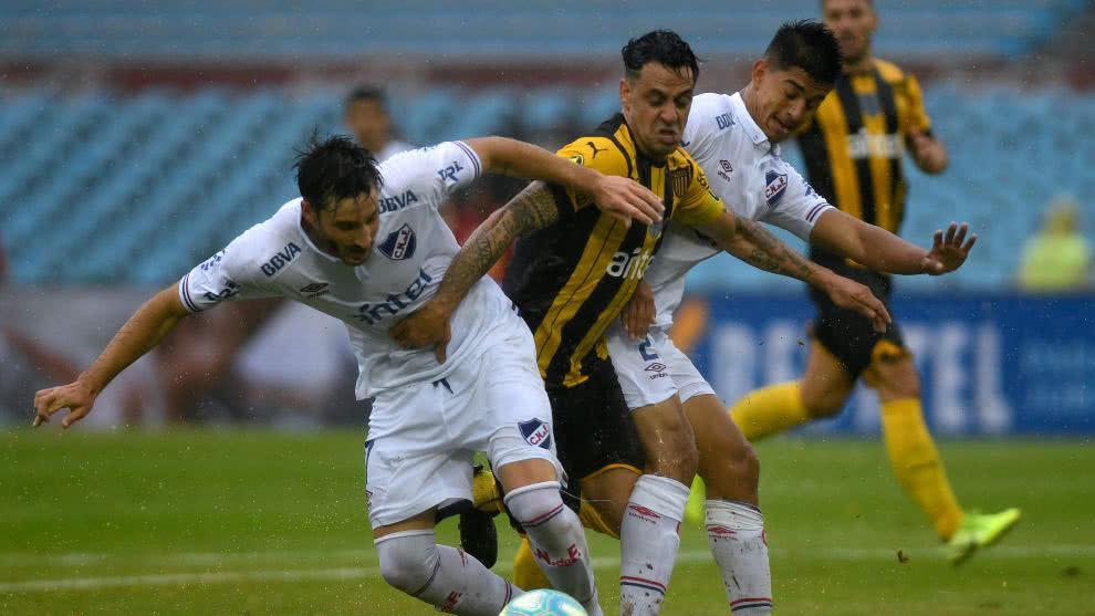 Fútbol uruguayo vuelve el 15 de agosto, pero jugadores quieren adelantar la fecha