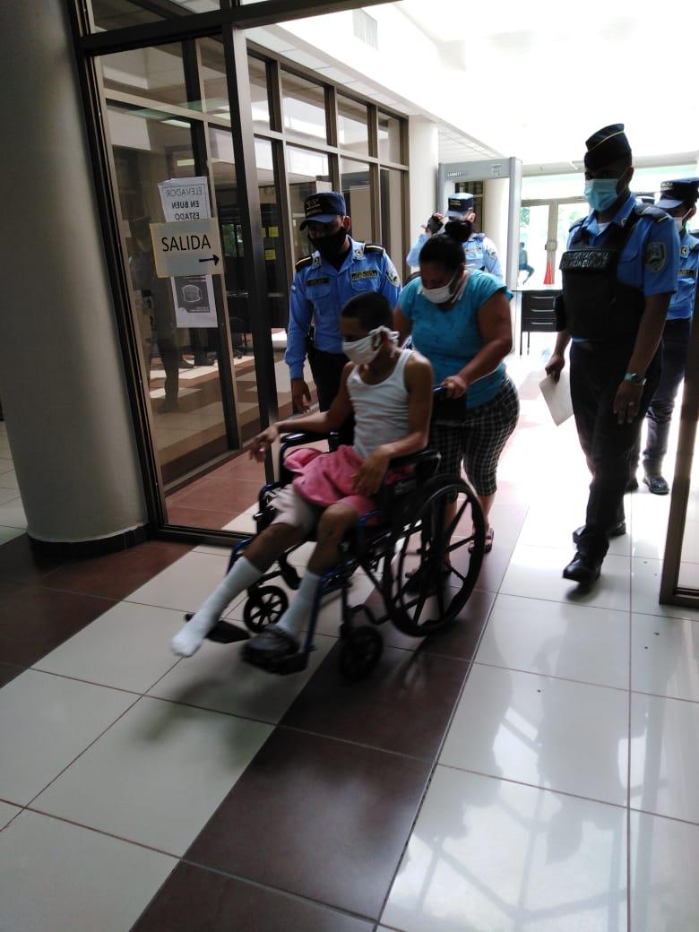 Tras salir del Hospital enfrenta la justicia
