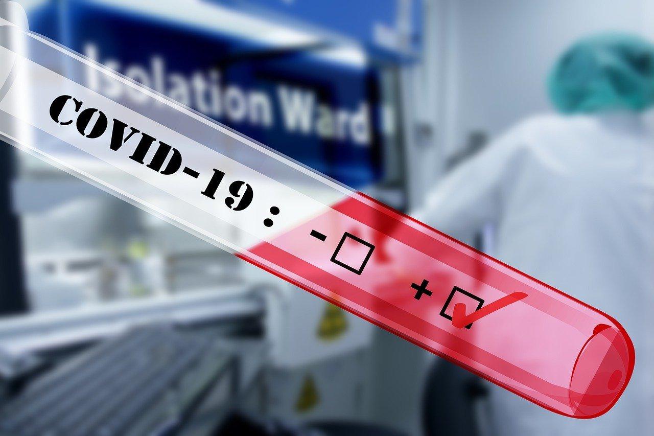 Conoce las diferencias entre las pruebas PCR y las pruebas rápidas para detectar el covi-19
