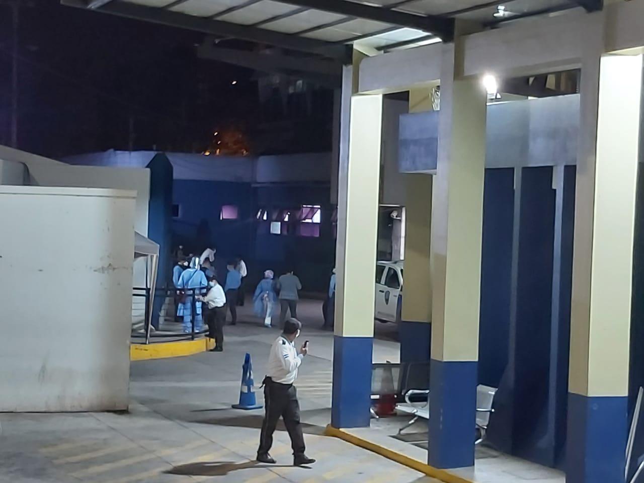 Balacera deja una mujer y un policía heridos en la capital hondureña