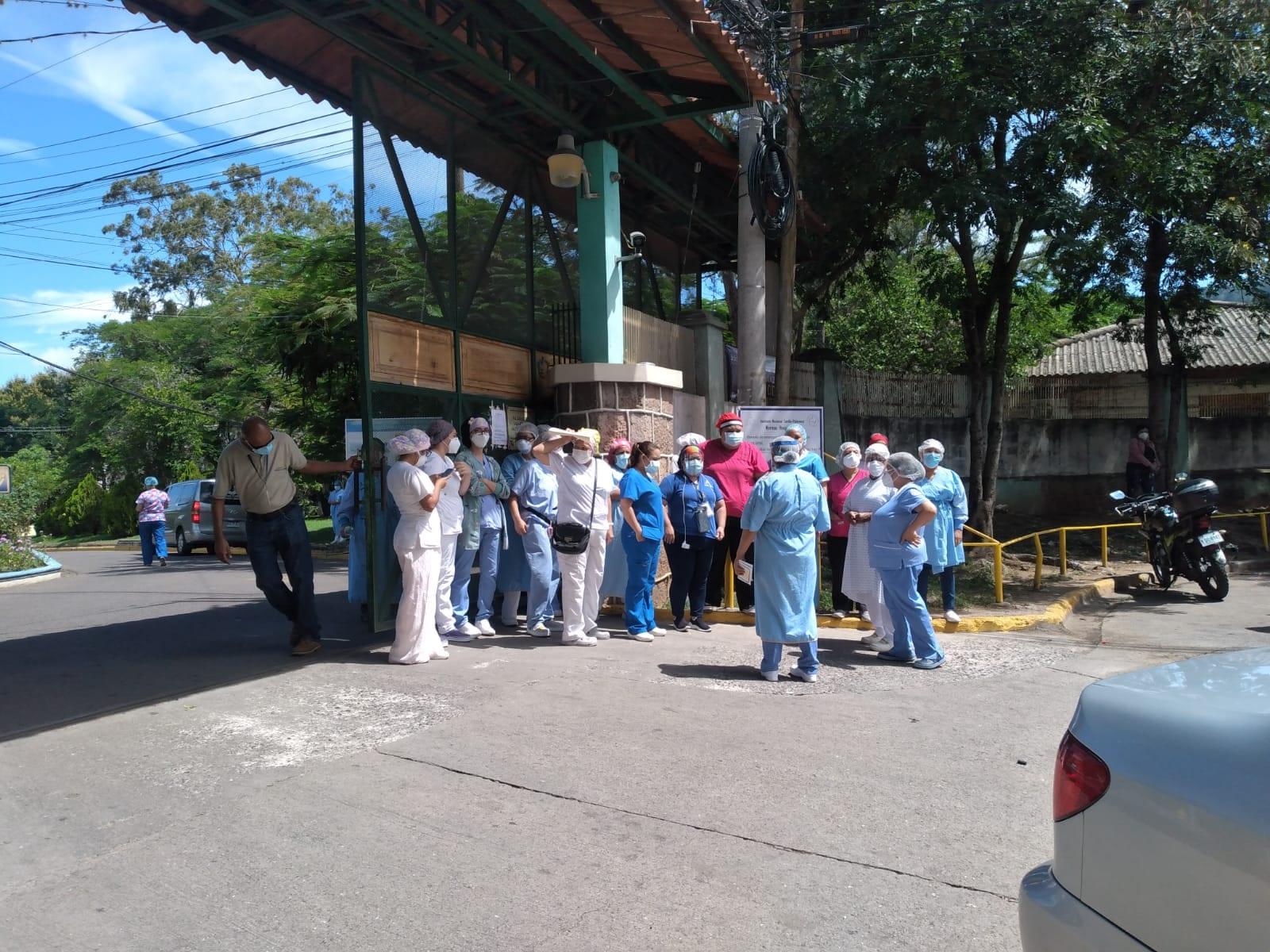Enfermeras de El Tórax denuncian que las obligan a asistir a su trabajo, pese a ser positivas de covid-19