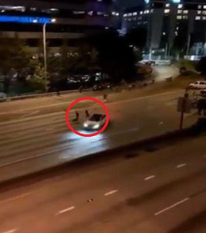 Captan momento exacto cuando conductor embiste varias personas durante manifestación en Estados Unidos