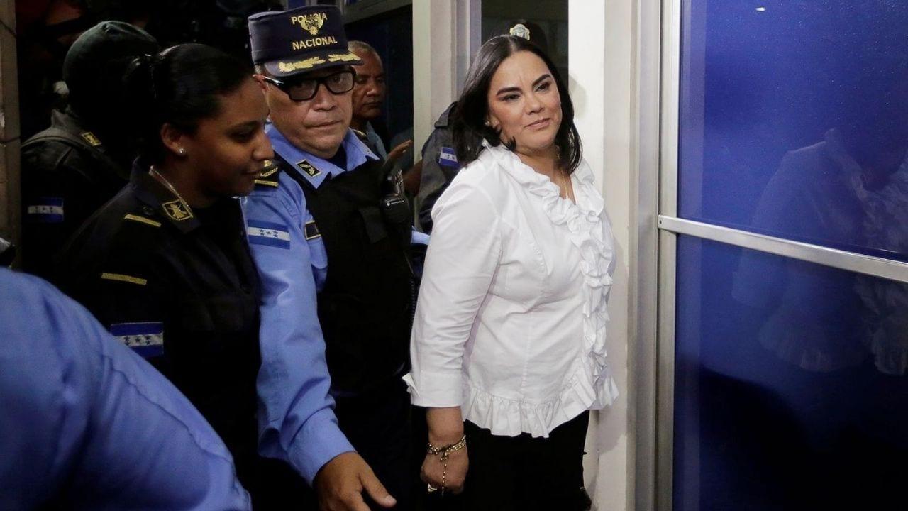 El libertad se defenderá la ex primera dama Rosa Elena de Lobo tras revisión de medidas