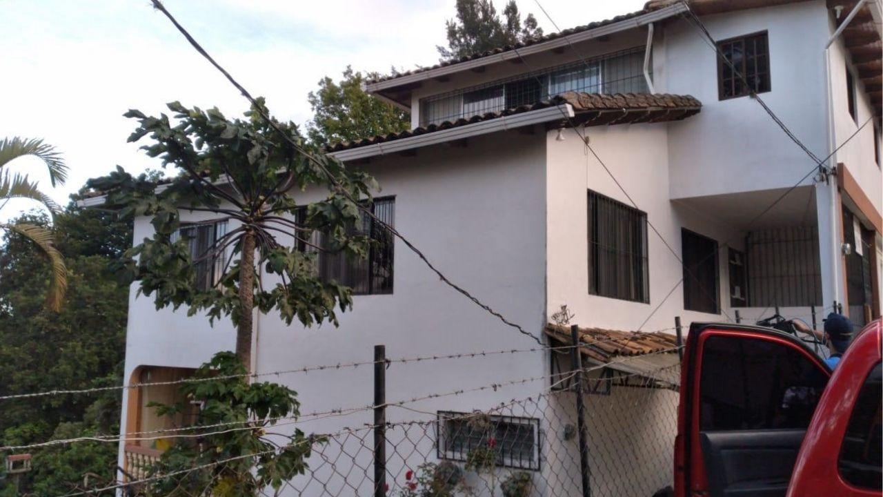 Mujer muere tras caer del cuarto piso de un edificio en Santa Lucía