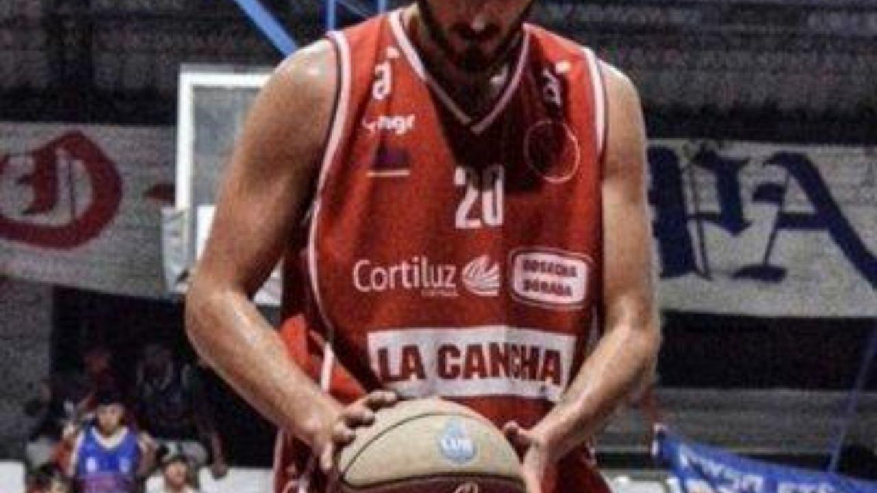 Jugador uruguayo de baloncesto se desploma en juego amistoso y muere