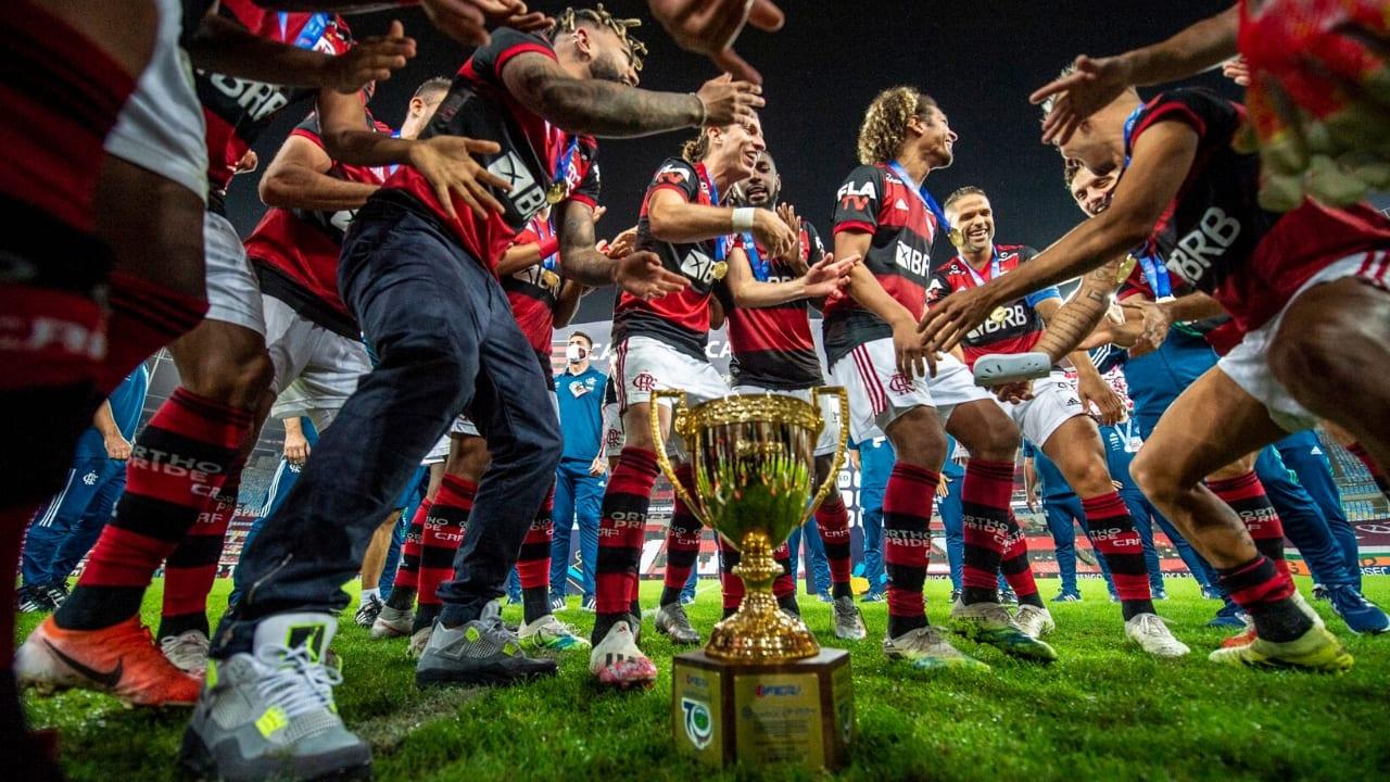 Flamengo se proclama campeón carioca al vencer al Fluminense