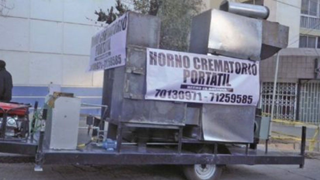 Fabrican hornos crematorios portátiles en Bolivia ante el colapso de las funerarias