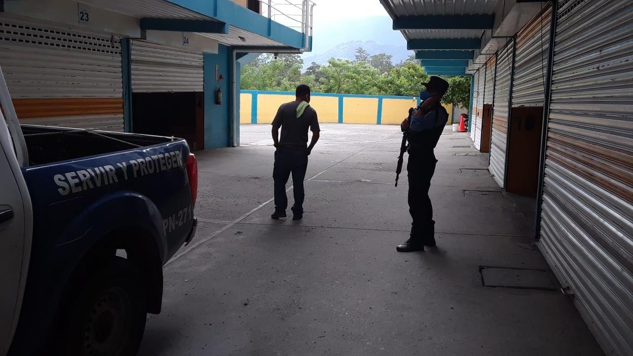 Parejas exigen devolución de dinero tras cierre de moteles en San Pedro Sula por incumplir toque de queda