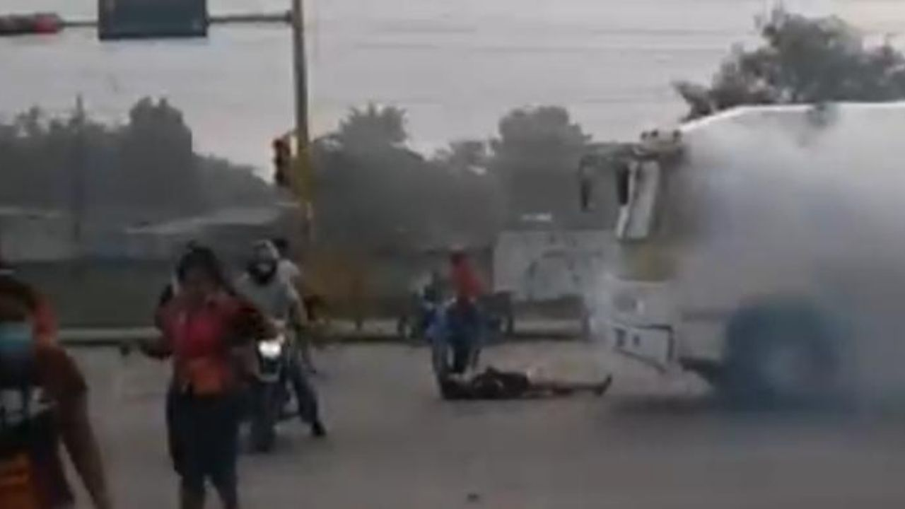 Al menos 15 personas resultaron afectadas por bomba lacrimógena lanzada por un policía hondureño en un bus
