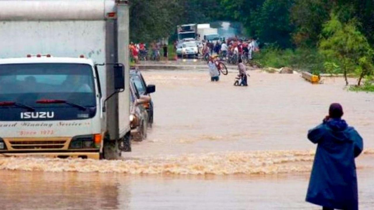 Elevan a alerta amarilla a  tres departamentos de Honduras por fuertes lluvias y saturación de suelos