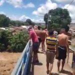 jovenes lanzan rio olancho honduras