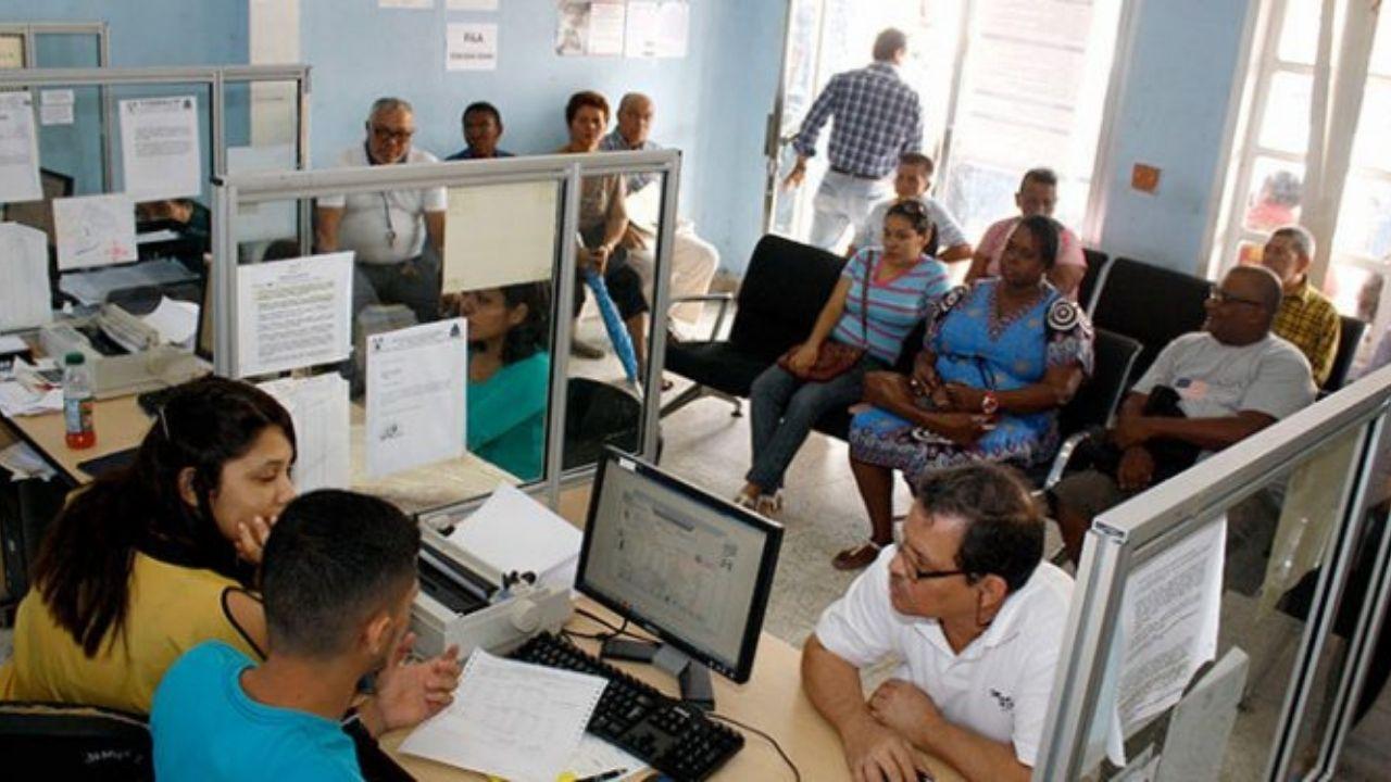 Editorial HRN: Burocracia, injusticia salarial y finanzas en bancarrota en Honduras