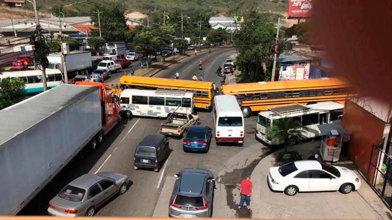 Dirigente del transporte denuncia a alto funcionario de gobierno por amenaza de rociarles gas lacrimógeno durante protesta