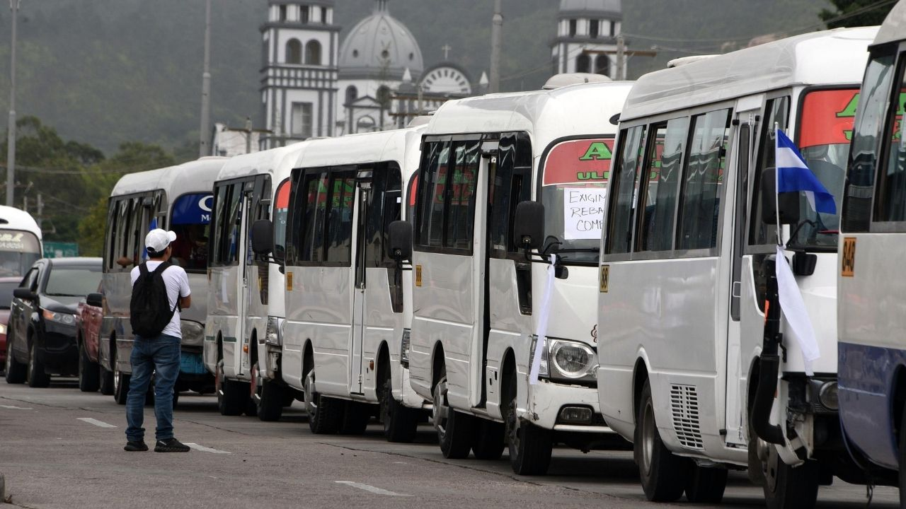 Transportistas acuerdan con el gobierno y operarán con un 100 por ciento de su capacidad a partir del próximo lunes