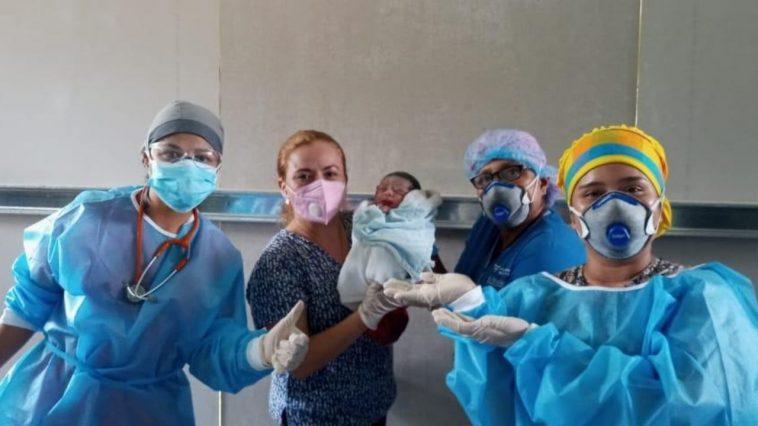 bebé nace centro de triaje