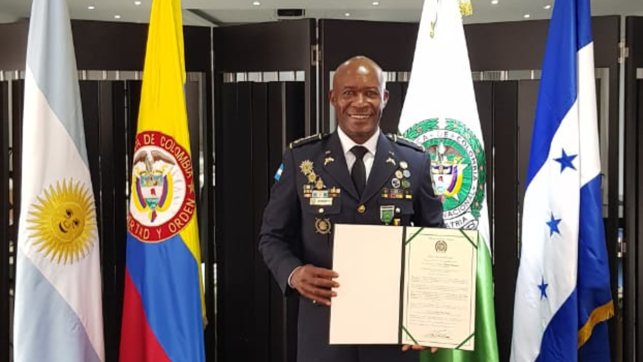 Agregado de la Policía Nacional de Honduras en Colombia fue condecorado