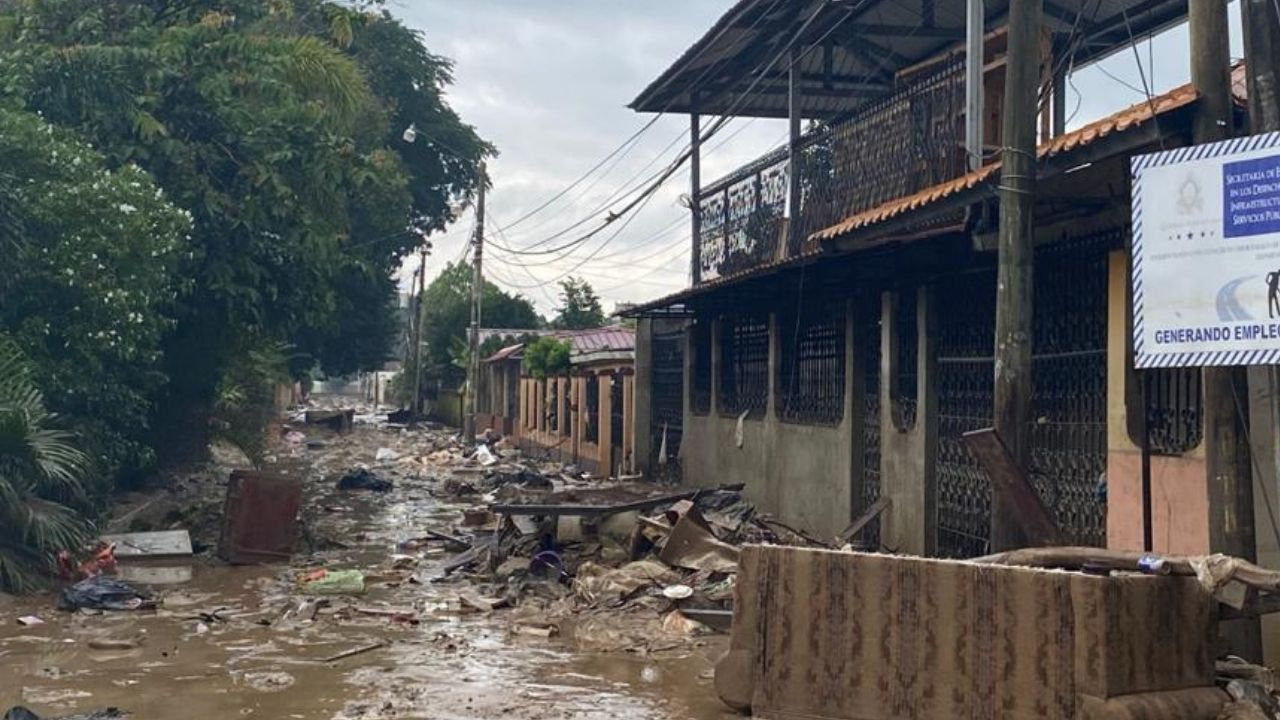 Imágenes: Desolada y llena de basura se encuentra La Lima tras el paso de Iota