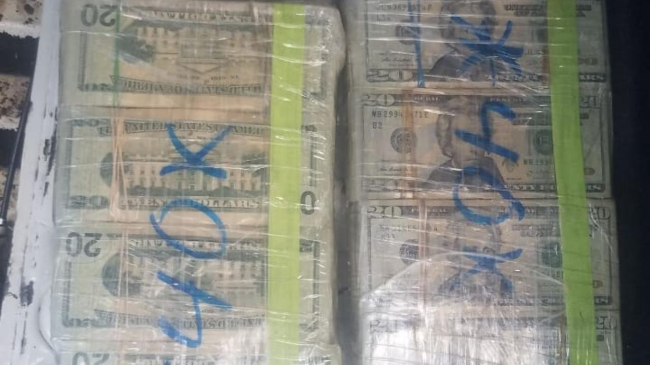 Detienen a hombre en posesión de 5 paquetes de dólares y 3 kilos de supuesta cocaína en el Distrito Central, Honduras