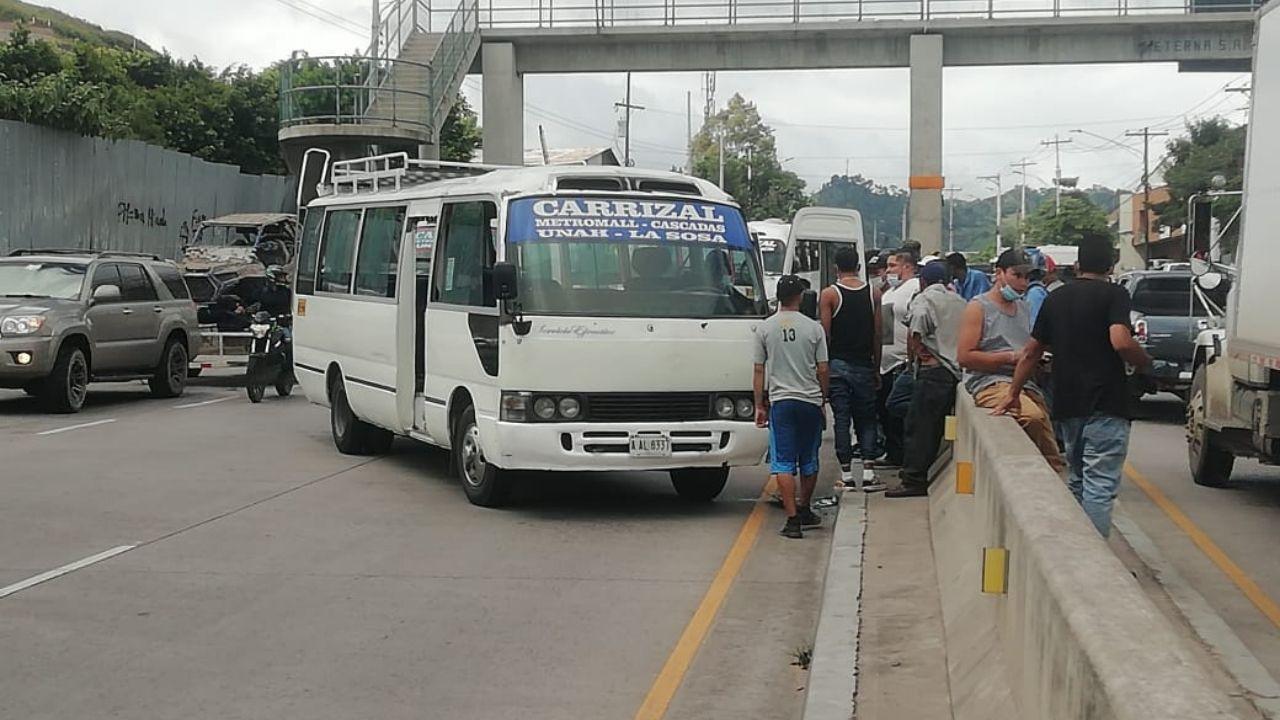 Sicarios en moto atentan contra conductor de rapidito en la capital hondureña