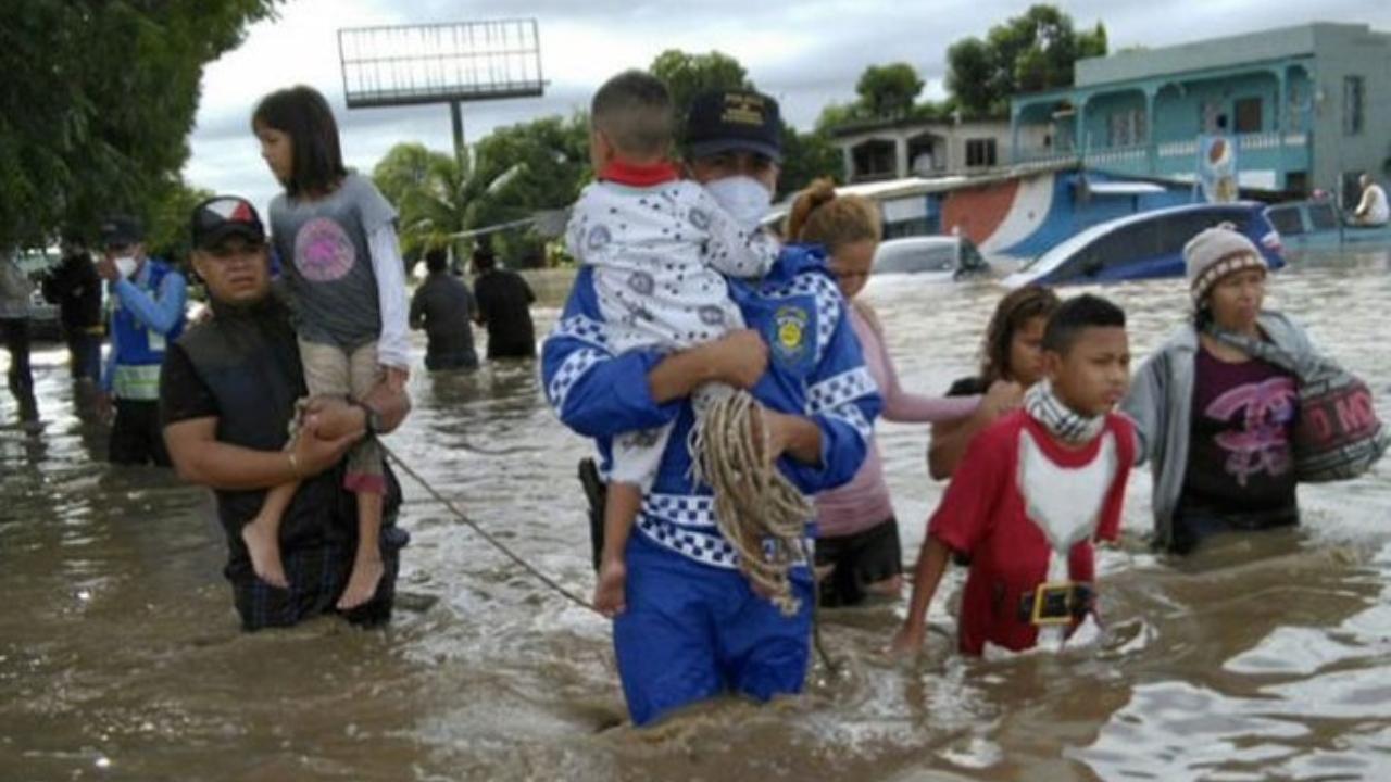 Hispanos en Estados Unidos se unen para enviar ayuda para afectados por Eta e Iota en Honduras, ¡pronto llega el primer contenedor!