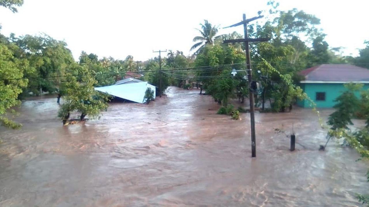 Preocupados habitantes de los bajos de Choloma ante olores fétidos donde no se han removido escombros