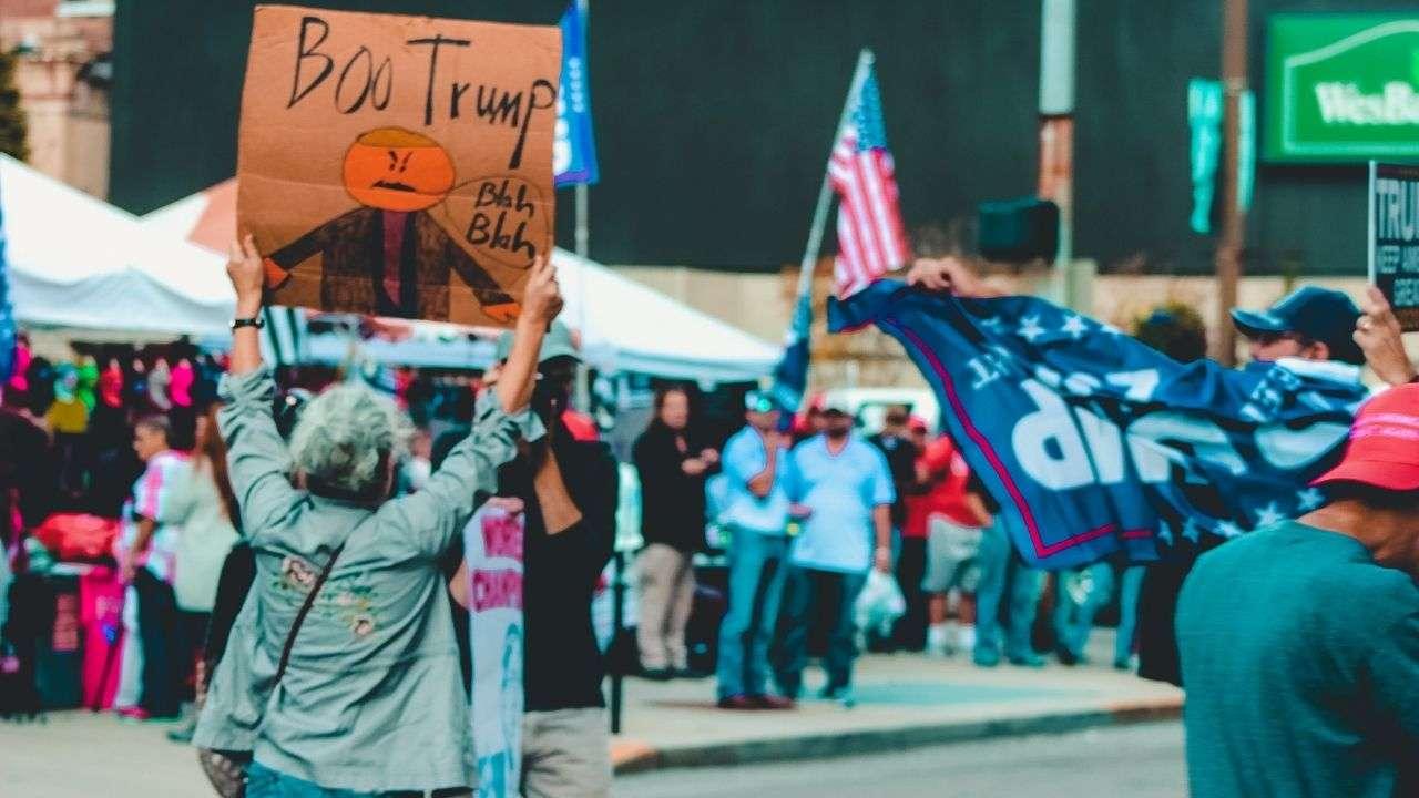 Trump amenaza con bloquear ayuda económica por pandemia a días de que expiren subsidios
