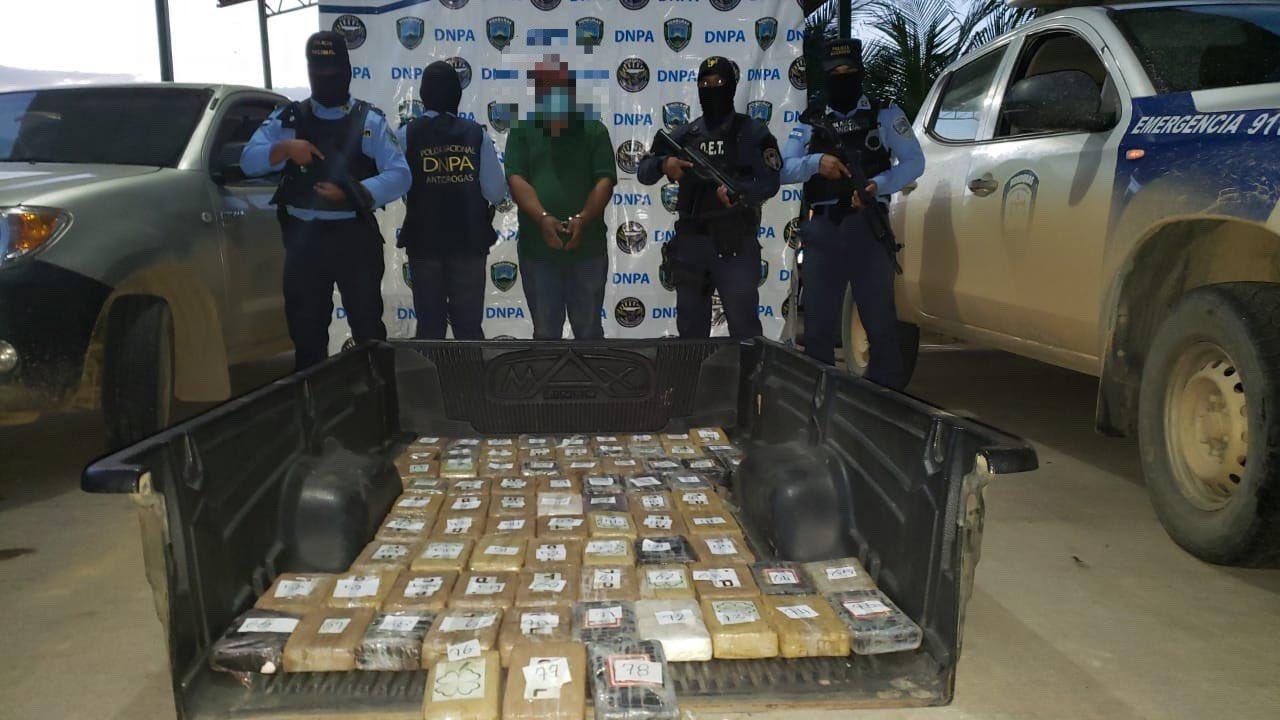 Decomisan 78 kilos de supuesta cocaína en compartimento falso de vehículo en Colón