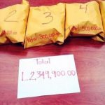 Paquetes decomisados con dinero