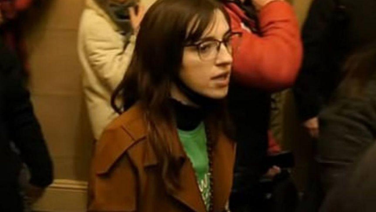 Detienen a una mujer que se llevó computador de Pelosi en asalto al Capitolio
