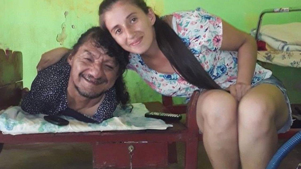'Es el mejor papá del mundo' las palabras de joven a su padre que las crió sin brazos ni piernas