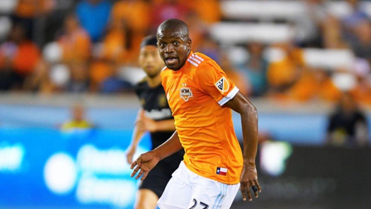 El hondureño Boniek García renueva su contrato con el Houston Dynamo