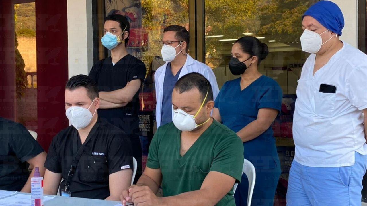 Médicos hondureños se declaran en 'calamidad económica' ante la falta de pago de tres meses