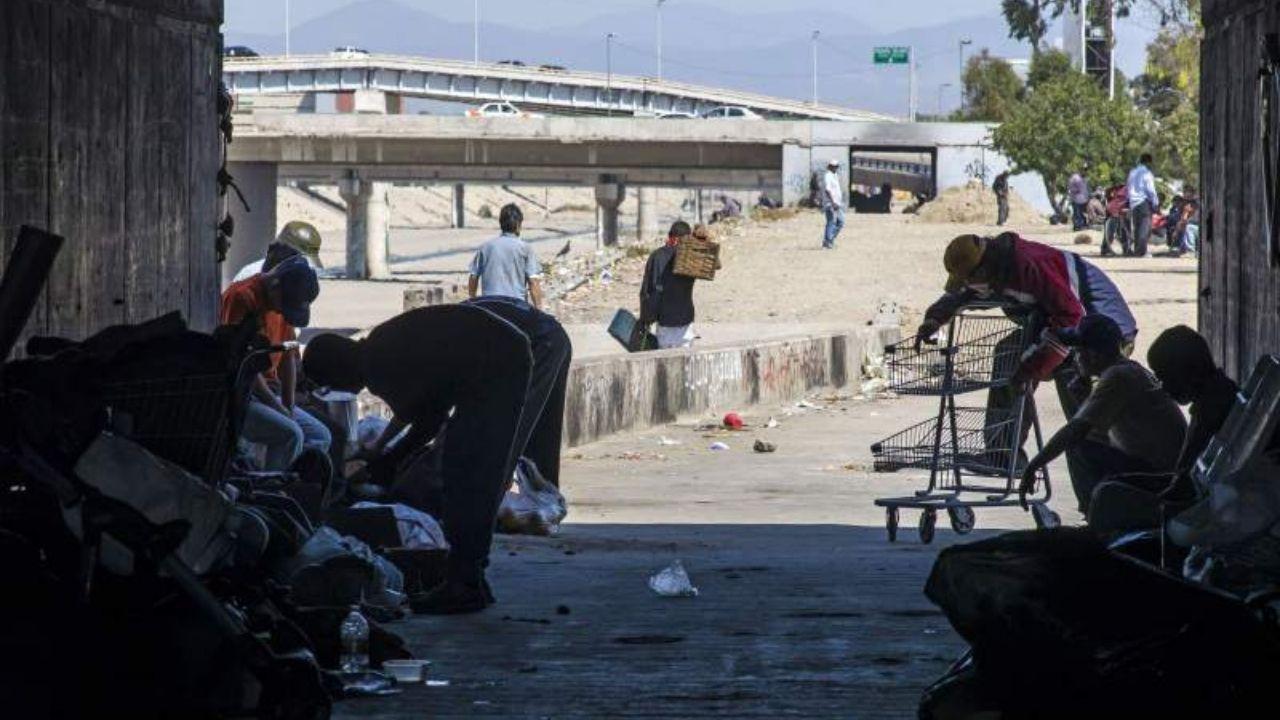 Migrantes centroamericanos deportados desde EEUU viven a la intemperie en el norte de México