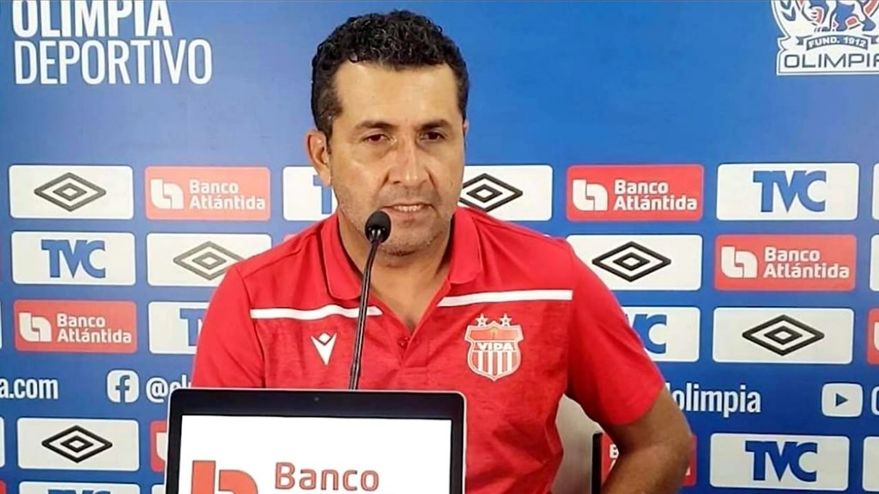Nerlin Membreño renuncia como DT del Vida; reunión con el presidente del club definirá todo