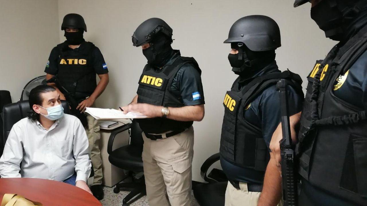 Pena de entre 7 y 8 años de prisión se le aplicaría a Bográn por fraude en compra de hospitales móviles, dice abogado penalista