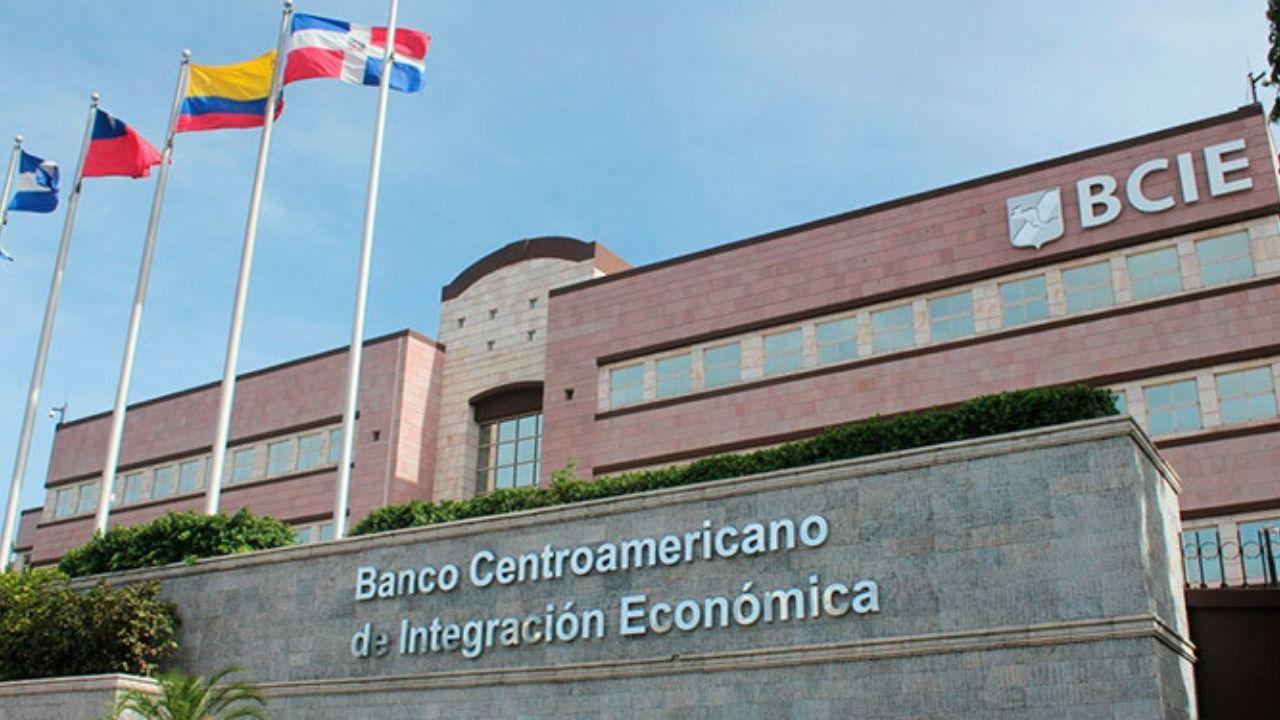 El BCIE aprueba 5 millones de dólares para el tráfico aéreo en Centroamérica
