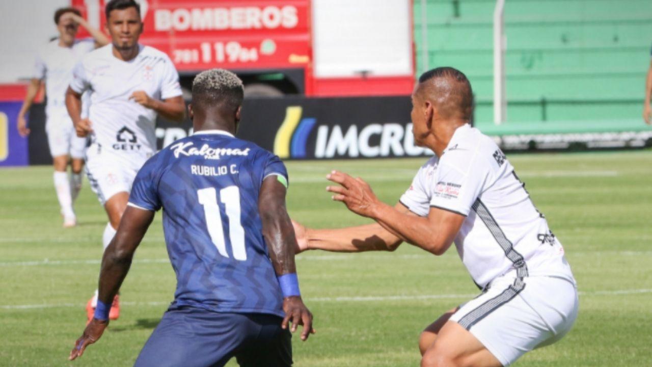 Con Rubilio Castillo en cancha, Royal Pari remontó 3-2 ante Santa Cruz