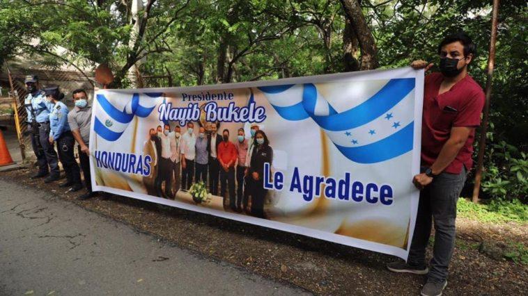 hondureños agradecen a bukele