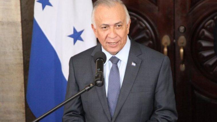 mauricio oliva presidnete del congreso nacional