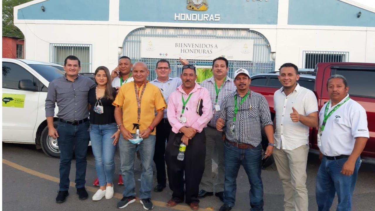Uno de los alcaldes hondureños que viajó a El Salvador para gestionar donación de vacuna salió positivo de covid