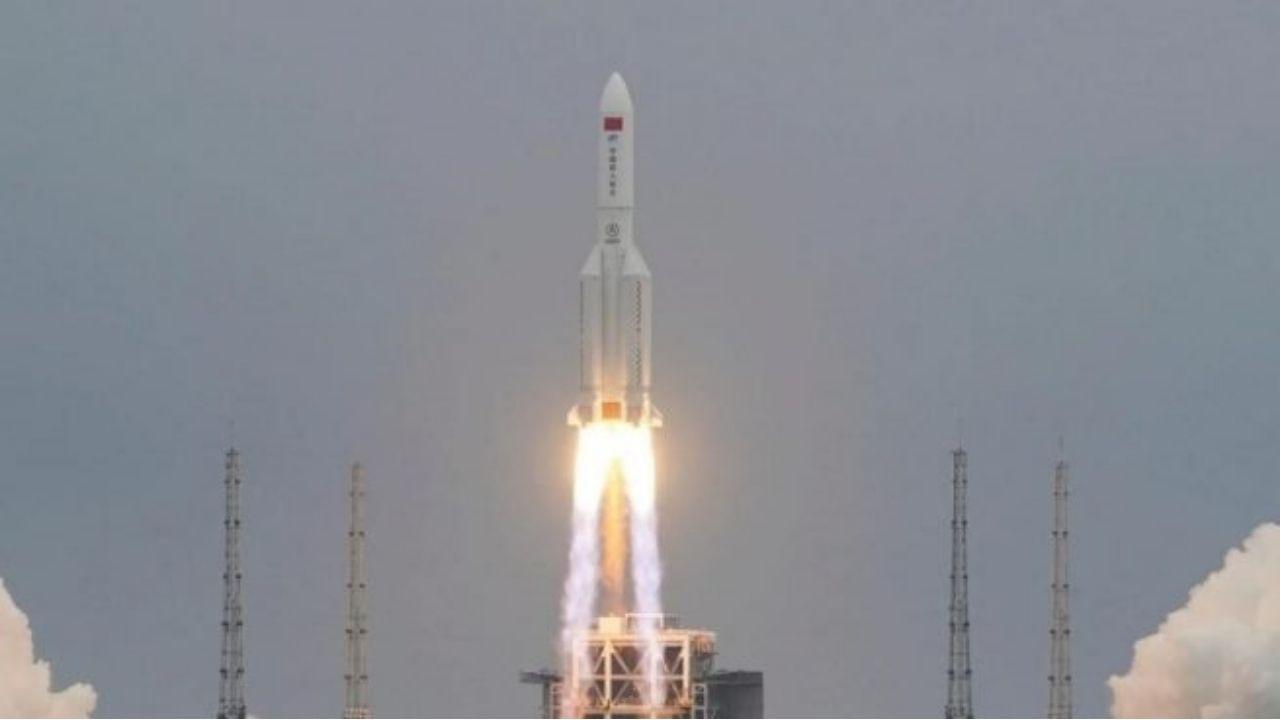 El mundo bajo alerta ante la duda de dónde caerán restos del cohete chino sin control que se aproxima a la Tierra