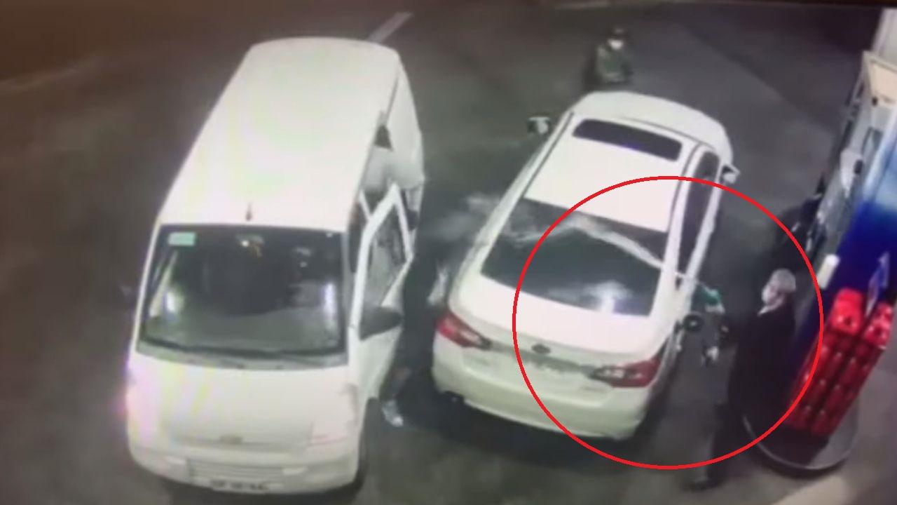 Hombre evita ser robado en una gasolinera rociando combustible a los ladrones, mira el video