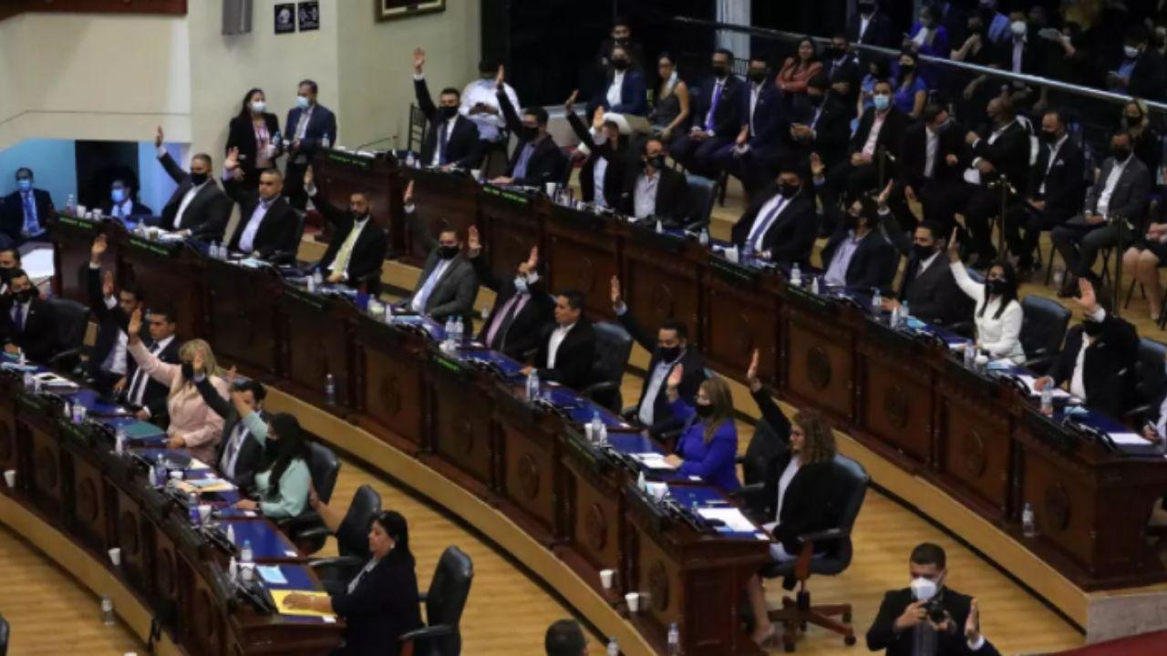 Senadores de Estados Unidos tildan de emboscada las remociones de jueces salvadoreños