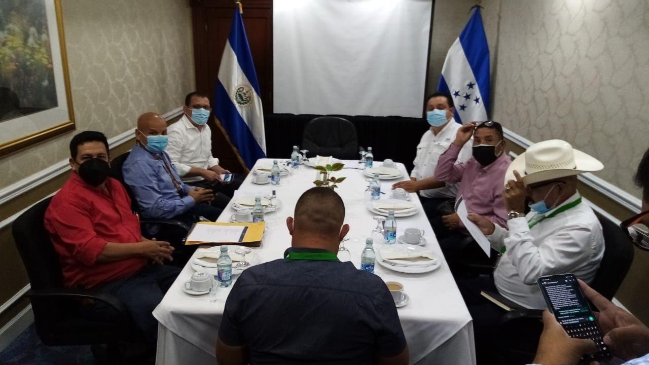 ¿Cuántas dosis de vacuna anticovid donará el gobierno de Nayib Bukele a los siete alcaldes hondureños que viajaron a El Salvador?