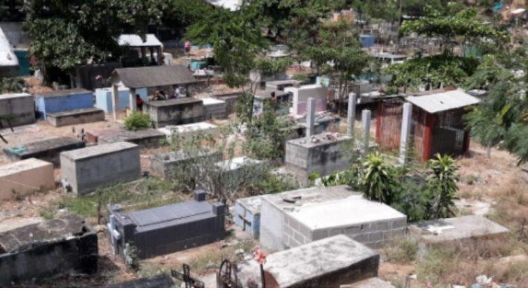 Mujer cementerio